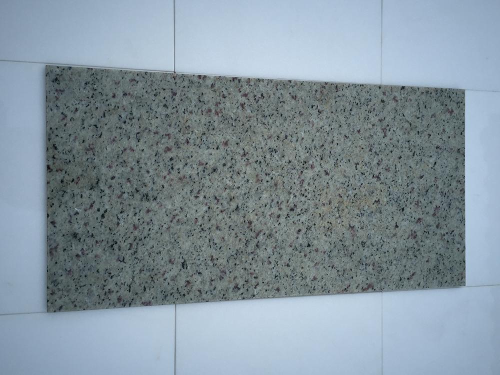 Bianco Regina Fényes Gránit Nagy mennyiségben elérhető  61×30,5×1 cm Azonnal Elérhető