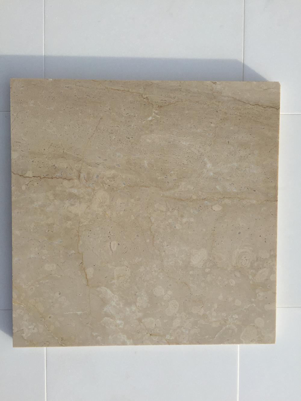 Botticino matt márvány Nagy mennyiség elérhető  30 x vàltozó hossz x 1,5 cm Azonnal Elérhető