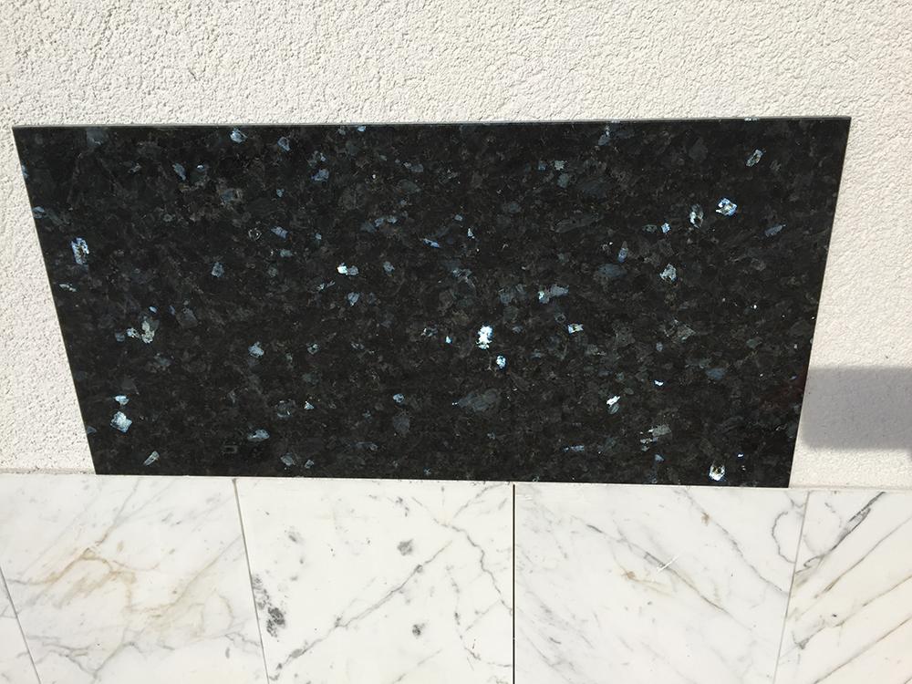 Emerald Pearl (tükörfényű gránit) Nagy mennyiségben elérhető  61×30,5×1 cm  30,5×30,5×1 cm Azonnal Elérhető