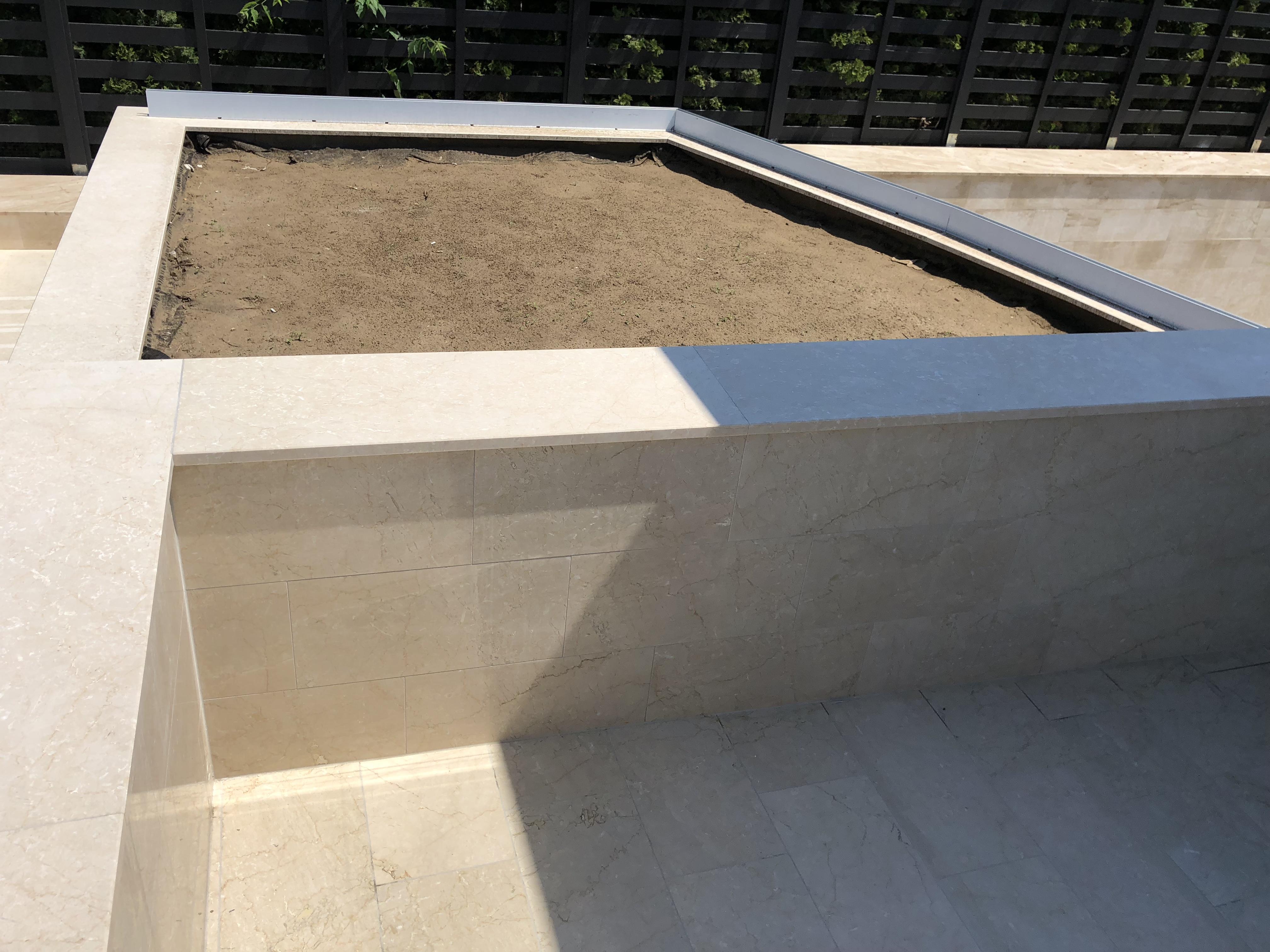 Botticino márvány fedlap x 2cm vastagság teljes megmunkálással, vízorral, fényes felülettel