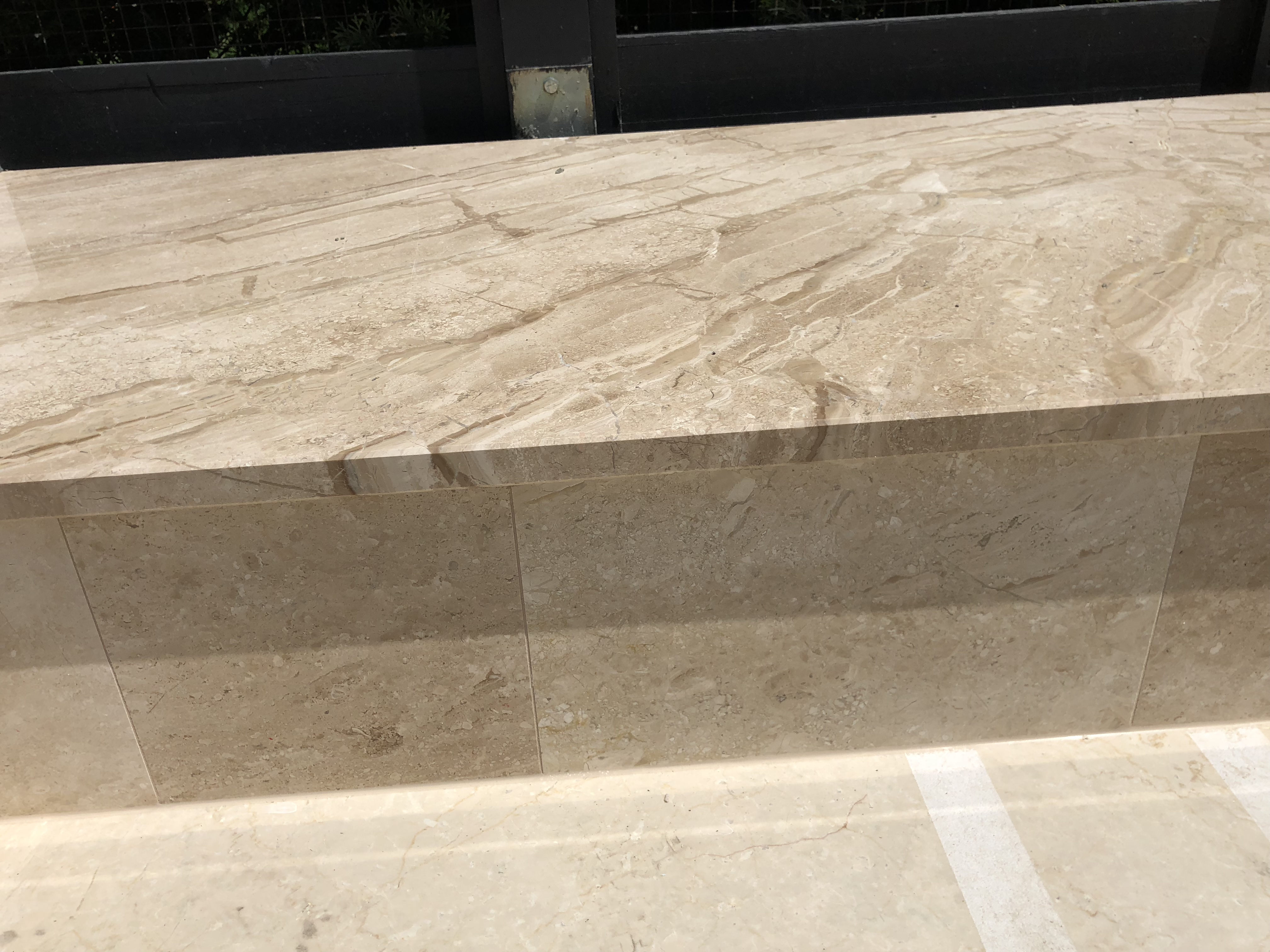 Brecccia Sarda fedlap x 3cm vastagság, 2 oldali megmunkálással, 2 oldali vízorral, fényes felülettel
