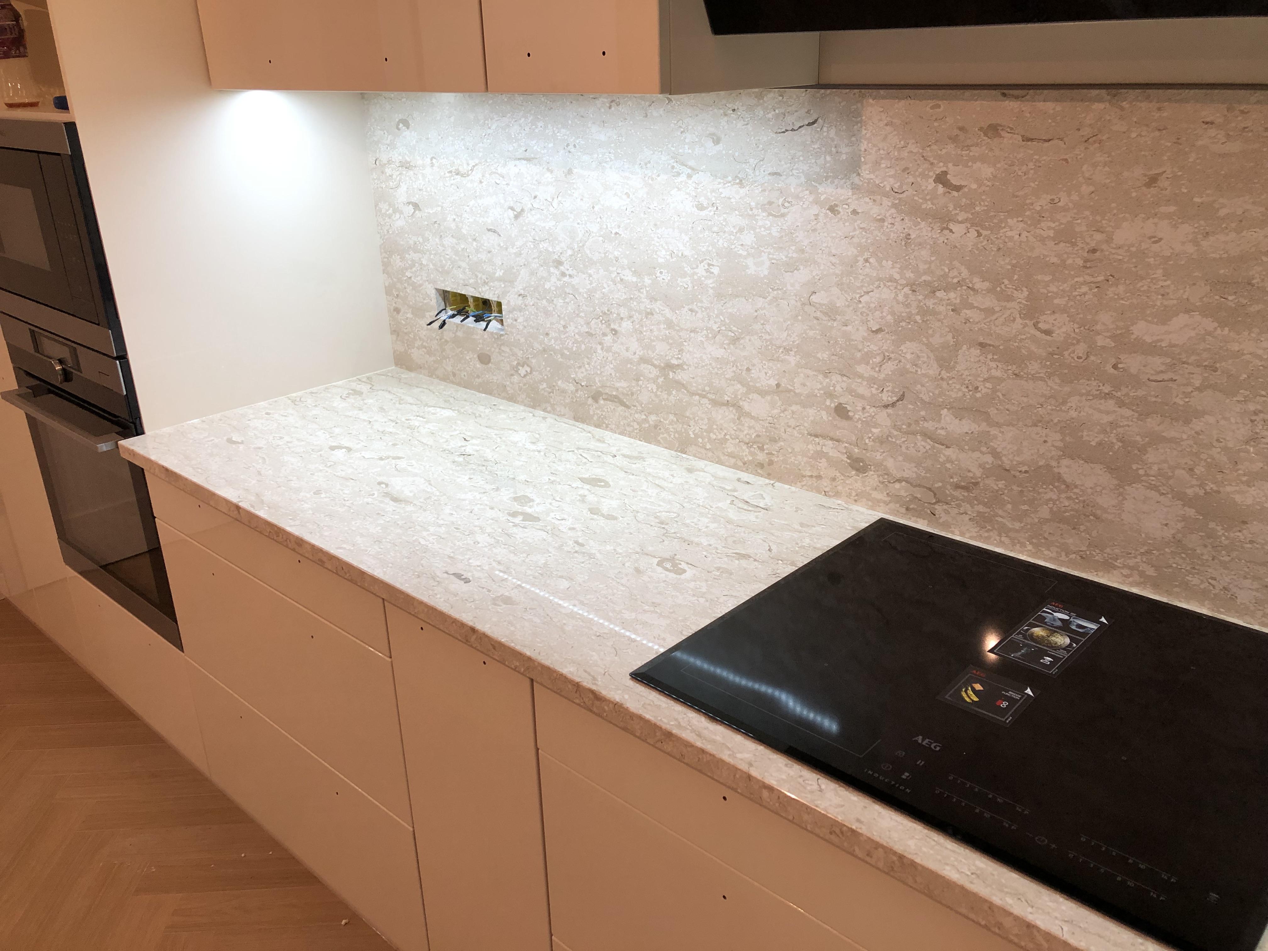 Royal Perlatino Márvány konyhapult (x3cm) és homlokfal (x2cm)vastagság,fényes felülettel, gyári felületkonzerválással
