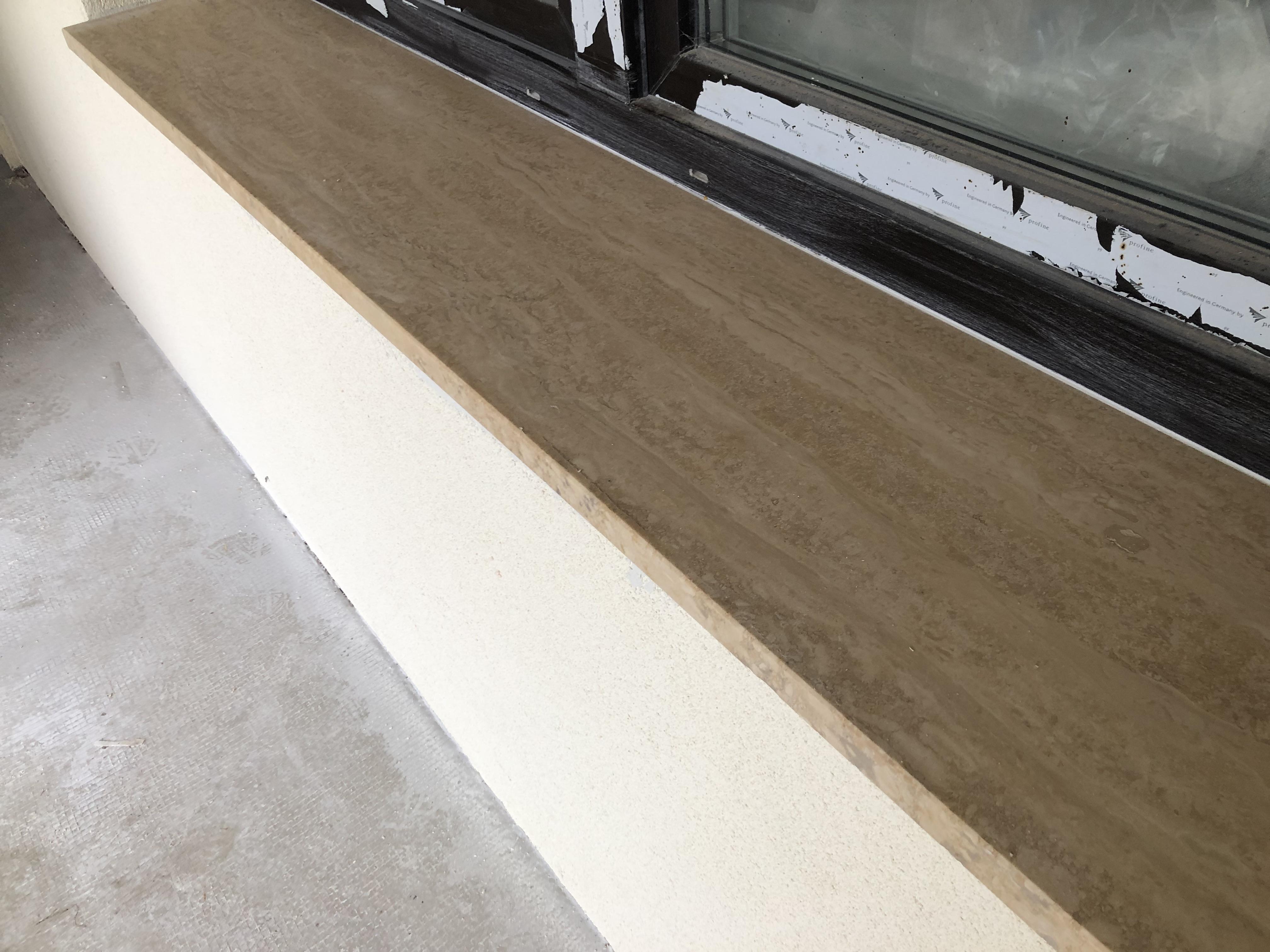 3cm vastagságú travertin matt felületű ablakpárkány