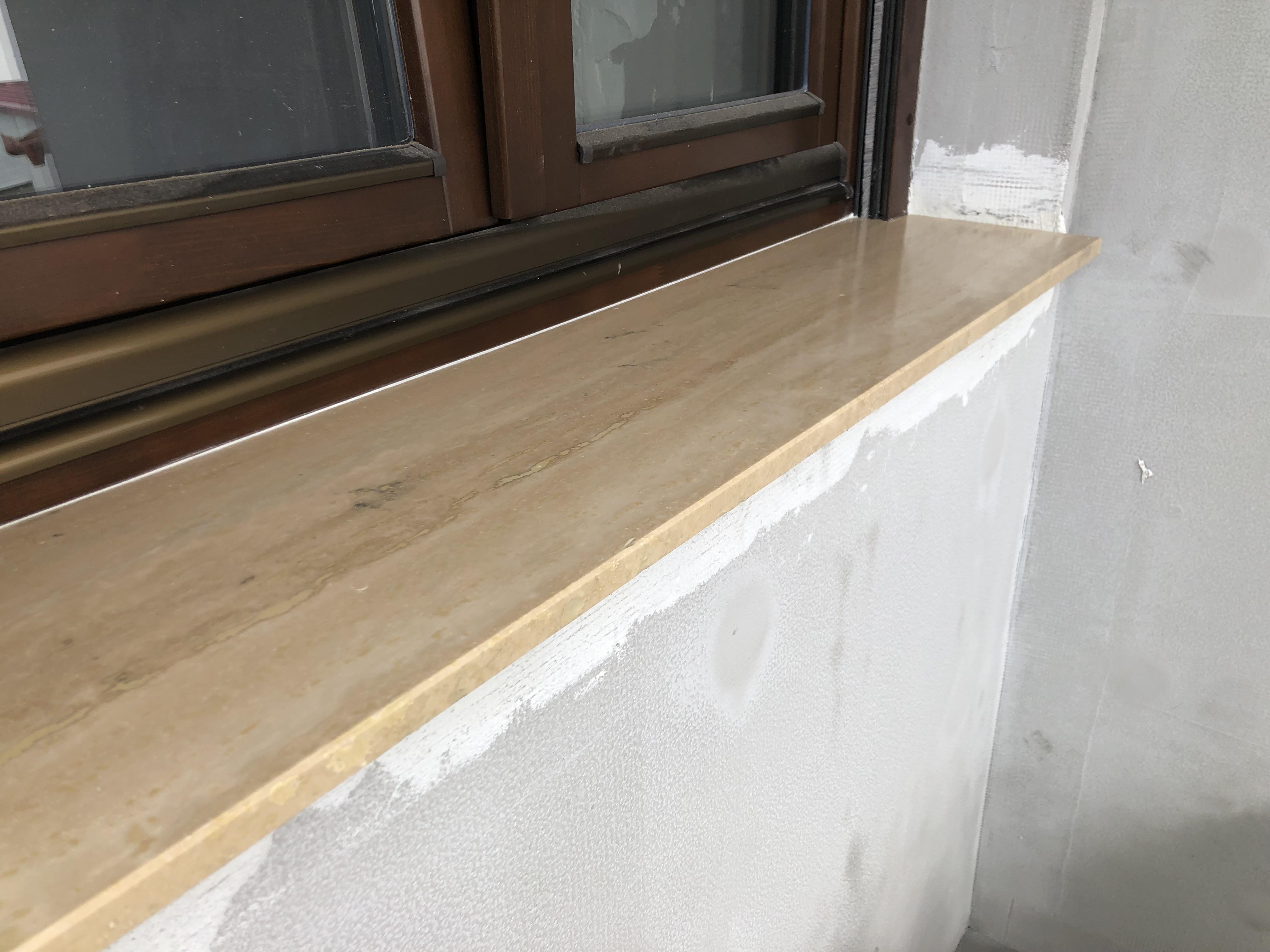 Kültéri ablakpárkány Travertin 2cm vastagságú anyagból