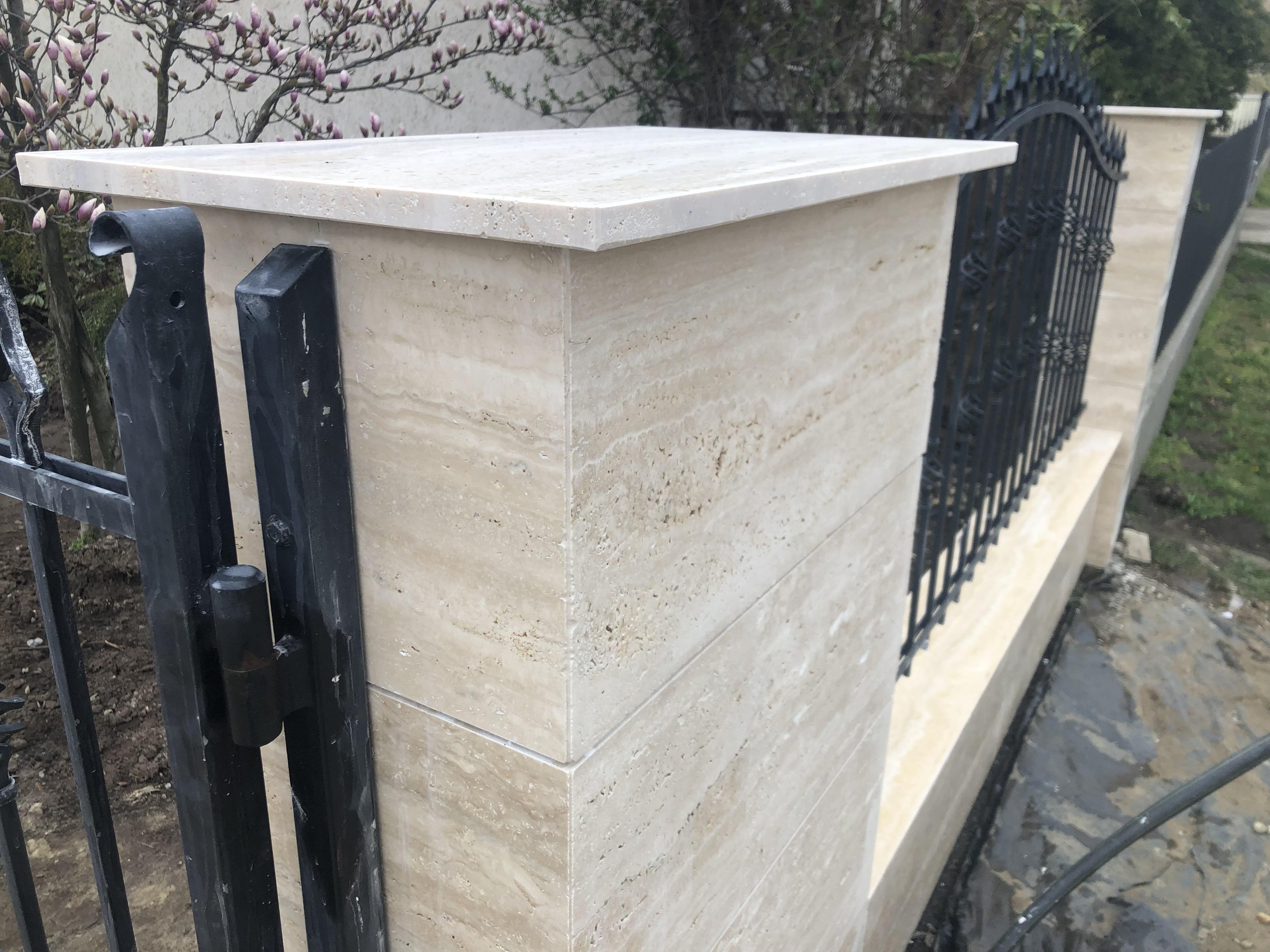 2cm vastagságú kerítés oszlop fedkő, Travertin 2cm vastagságból 4 oldali élfénnyel, vízorozással