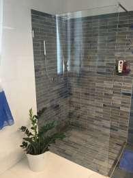 Gránit zuhany <br>Épített